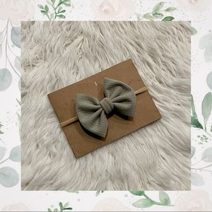 👑Baby Mint Classic Bow on Nylon or Clip In!